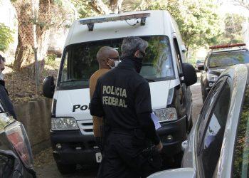 Movimentação de presos chegando com policiais federais ao 2º Distrito Policial de Campinas - Fotos: Leandro Ferreira/Hora Campinas