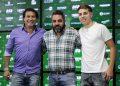 O ídolo Luizão (esq), Ricardo Moisés, presidente do Guarani (centro), e Rocco Goulart (dir) na chegada do jovem ao Brinco de Ouro da Princesa. Foto: Marcos Ortiz/Guarani FC