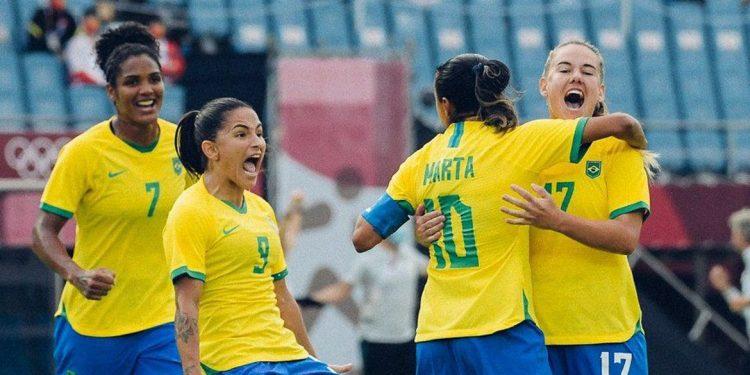 Jogadoras da seleção brasileira comemoram gol na partida contra a China. Foto / CBF
