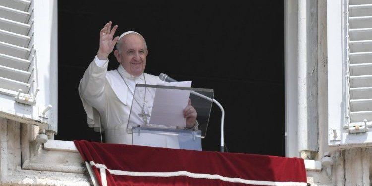 Papa Francisco durante o Angelus deste domingo (04). Foto: Vaticano News