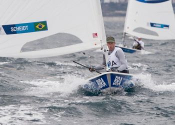 Roberto Scheidt disputou três regatas e subiu para 3º. Foto: COB