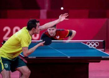 O brasileiro Hugo Calderano perdeu para o alemão Dimitrij Ovtcharov - Foto: COB