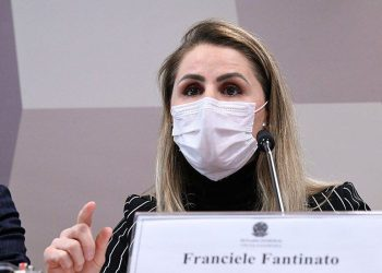 Franciele Fantinato, ex-coordenadora do PNI, durante depoimento nesta quinta-feira na CPI do Senado: Foto: Edilson Rodrigues/Agência Senado