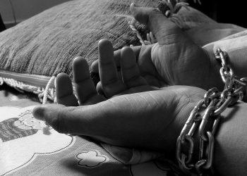 falta de uma ocupação, de moradia e de acesso à alimentação estão entre os fatores de risco. Foto: Pixabay