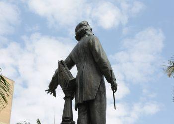 Monumento-túmulo do maestro Carlos Gomes, que se apresenta em atitude de regente de orquestra Foto: Leandro Ferreira/Hora Campinas
