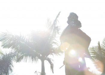 15/08/2021 -       Túmulo Carlos Gomes Na foto Túmulo do maestro Carlos Gomes. Monumento-túmulo de granito ostentando em corpo inteiro a estátua em bronze do maestro, que se apresenta em atitude de regente de orquestra. Na base, uma figura de mulher, também em bronze, representa a cidade de Campinas. Obra do escultor Rodolfo Bernadelli. Foto: Leandro Ferreira/Hora Campinas