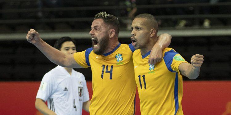 Comemoração dos brasileiros após a classificação conseguida diante do Japão. Foto: Divulgação