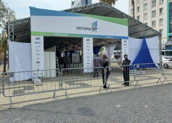 Tenda do RetomaSP montada no Centro de Campinas: oferta de vagas de empregos e serviços para a população - Foto: Divulgação/PMC