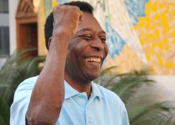 Pelé se recupera bem da cirurgia, segundo boletim médico divulgado no final da tarde desta terça - Foto: Divulgação/Santos FC