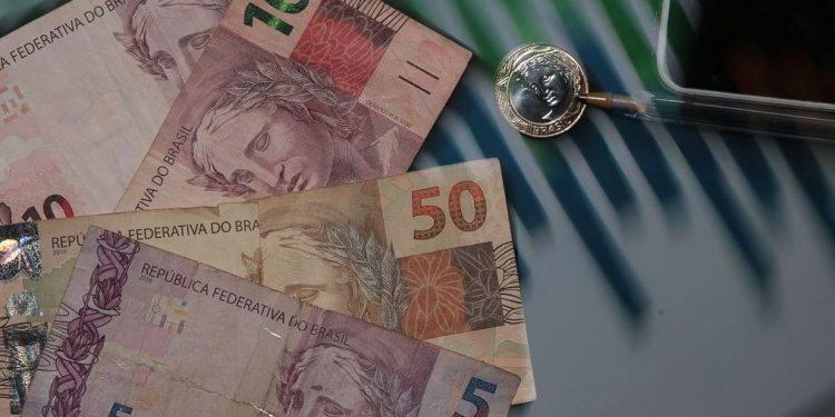 Aumento do IOF vale a partir de hoje: segundo governo, recursos extras irão para o novo Bolsa Família - Foto: Marcello Casal Jr/Agência Brasil