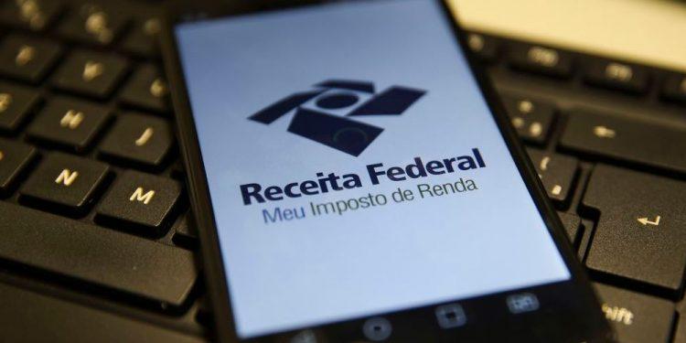 O dinheiro será pago em 30 de setembro e a  consulta pode ser feita na página da Receita Federal na internet - Foto: Marcello Casal Jr/Agência Brasil