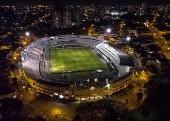 Estádio Moisés Lucarelli abriga o Dérbi número 201, com arbitragem de Marcelo de Lima Henrique, nesta sexta (17). Foto: Leandro Ferreira/Hora Campinas