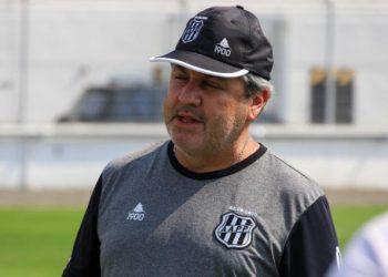 O técnico Gilson Kleina Kleina deve promover apenas uma alteração na equipe titular. Foto: Diego Almeida/Ponte Press