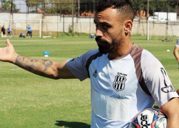 Moisés iniciou o tratamento da lesão logo depois da partida contra o Vasco. Foto: Diego Almeida/Ponte Press