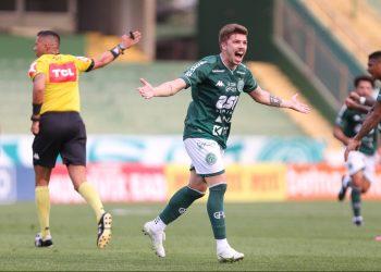 Júlio César marcou o primeiro gol da vitória do Guarani. Fotos: Thomaz Marostegan/Guarani FC