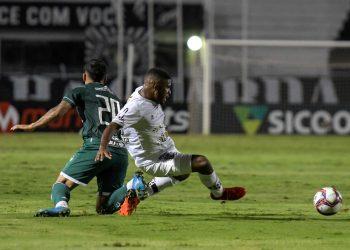 Marcos Júnior em ação no empate sem gols com o Guarani, pelo Dérbi 201, na última sexta-feira (17), no Majestoso. Fotos: Ponte Press/Álvaro Jr.