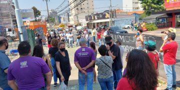 Ato em apoio ao professor foi pacífico e reuniu cerca de 100 pessoas. Foto: Divulgação