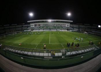 Coritiba e Guarani entram em campo neste sábado (25), às 21h, no estádio Couto Pereira. Foto: Divulgação