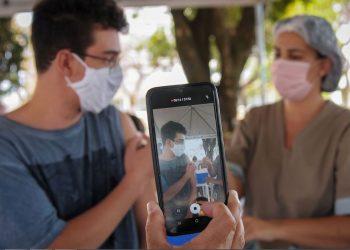 Entidade de médicos soltou nota favorável à continuidade da vacinação de todos os adolescentes na faixa de 12 a 17 anos - Foto: Breno Esaki/Secretaria Saúde DF