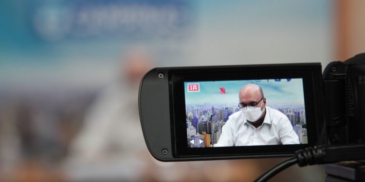 O prefeito Dário Saadi em entrevista coletiva on-line: Covid-19. Foto: Divulgação/PMC