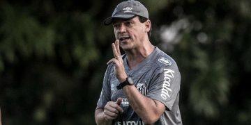 Técnico Fernando Diniz: demissão. Foto: Santos FC / Divulgação
