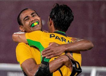 Brasileiros comemora a quinta medalha de ouro brasileira na modalidade. Foto: Alê Cabral/CPB