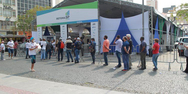 Fila para atendimento nos serviços ofertados no programa RetomaSP: programa teve ações em Campinas - Foto: Leandro Ferreira/Hora Campinas