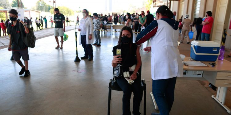 As vacinas são aplicadas em 64 dos 67 centros de saúde do município apenas com dia e horário marcados. Foto: Leandro Ferreira / Hora Campinas