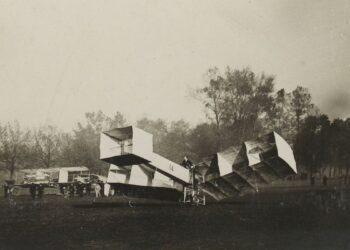 O 14 Bis fotografado em 12 de novembro de 1906 Foto: coleção Jules Beau/Domínio Público