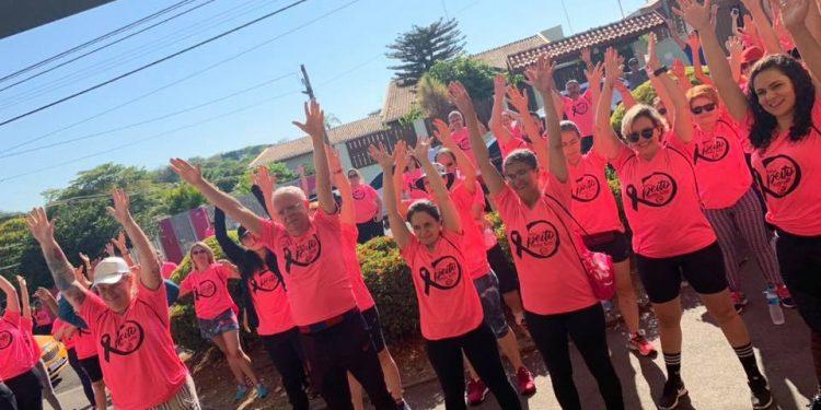 A primeira edição da Caminhada do Outubro Rosa foi realizada em 2019, antes da pandemia. Foto: Divulgação