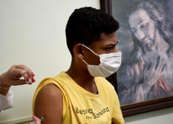 Campanha de Multivacinação: adolescente é imunizado no Parque São Quirino  - Foto: Carlos Bassan/Divulgação PMC