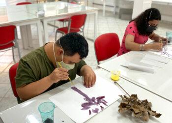 """Para marcar a inauguração, a exposição """"Vozes"""", com trabalhos realizados por crianças, adolescentes e adultos que são atendidos pela entidade. Fotos: Divulgação"""