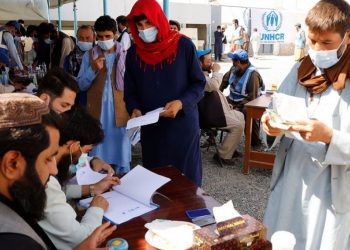 Desalojados recebem assistência em Cabul, capital do Afeganistão - Foto: UNHCR/ Tony Aseh