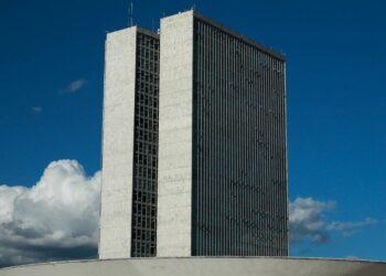 Substitutivo do relator Hugo Motta prevê, além das mudanças no pagamento de precatórios, alterações também no cálculo de reajuste do teto de gastos - Foto: Marcello Casal Jr/Agência Brasil