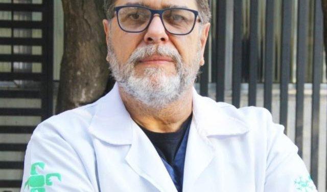 Carlos Eduardo Rocha, prof. da pós-graduação em Oncologia Veterinária da Faculdade Qualittas:   Outubro Rosa Pet - Foto: Divulgação