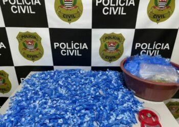 Papelotes de cocaína e utensílios usados para o refino e a embalagem da droga Foto: Divulgação